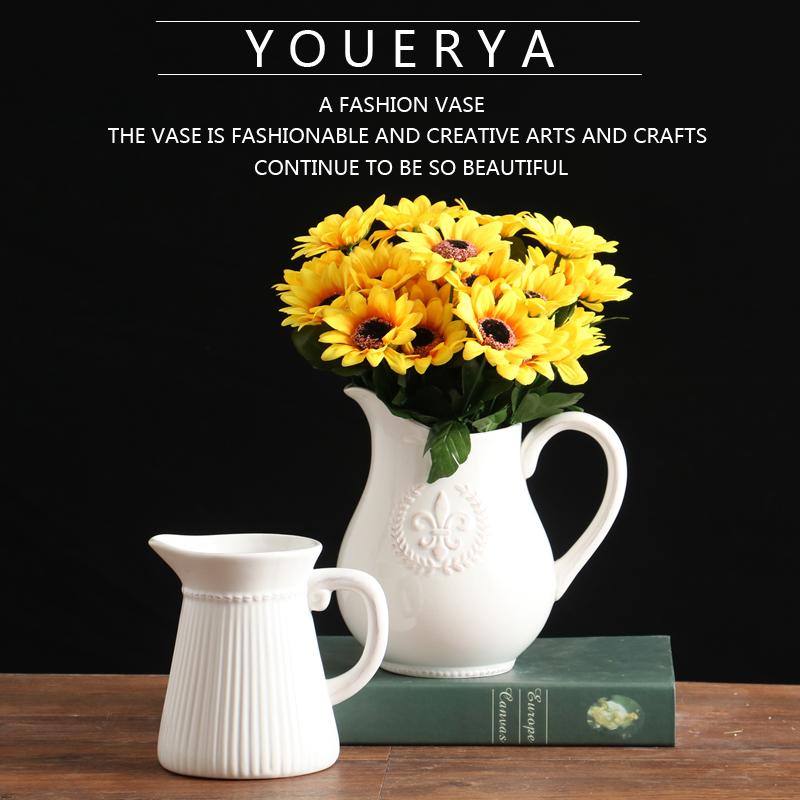 欧式田园白色陶瓷花瓶 浮雕徽章奶壶插花器 家居装饰品客厅摆件