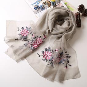 韩版春秋女士高档刺绣桑蚕丝丝巾 百搭大牌披肩 长款羊毛真丝围巾