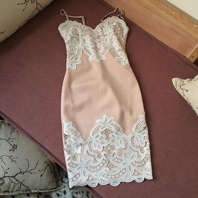『过桥小鲁』 气质粉饼   立体蕾丝 花  细腻感  吊带连衣裙