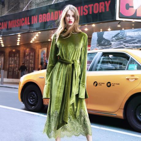 两三事你好万人迷冬季新款丝绒连衣裙女长袖系带蕾丝拼接中腰长裙商品大图