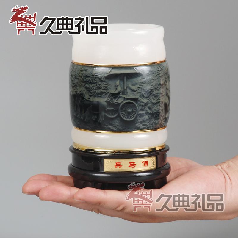 西安兵马俑工艺品摆件旅游纪念品创意 树脂浮雕铜车马办公笔筒礼