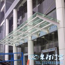 上海热卖夹胶玻璃顶棚露台阳台档雨棚钢结构透明阳光房封天井安装