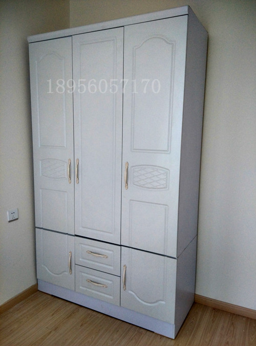简约宜家欧式风 密度板材三门白色红色衣柜