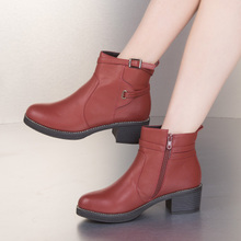 东帝名坊秋季新款马丁靴女短靴子中跟圆头复古粗跟时尚单靴图片